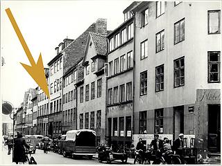 Aabenraae 13, København, 1956, femte hus fra højre, Københavns Stadsarkiv, foto nr. TMF03119