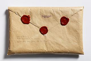 Rigmor Stampes konvolut til Christine Stampes manuskript, forseglingen bagtil