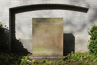 Fritz Paulsen, gravmæle, Assistens Kirkegård, København
