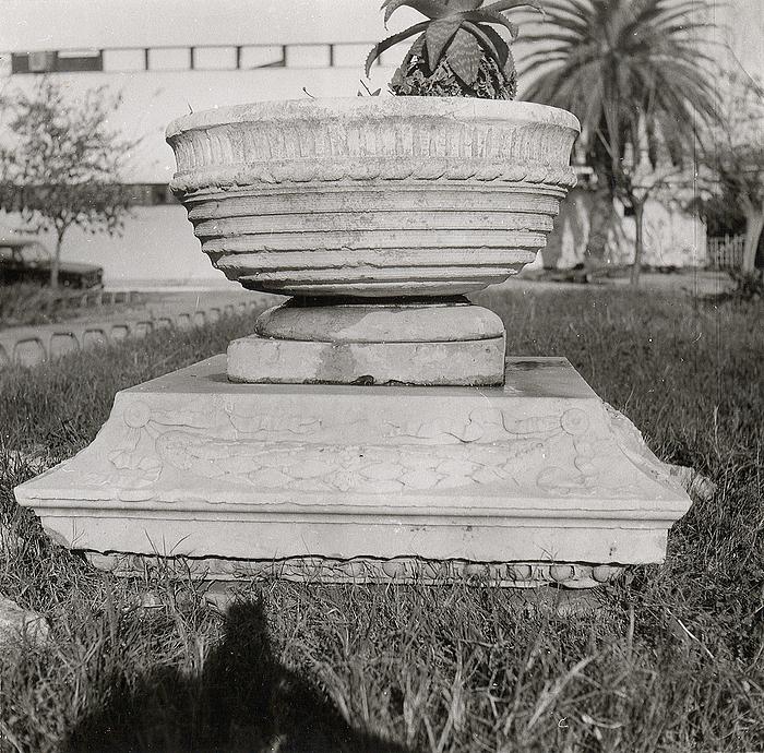 Maitland-monumentet, rester af base