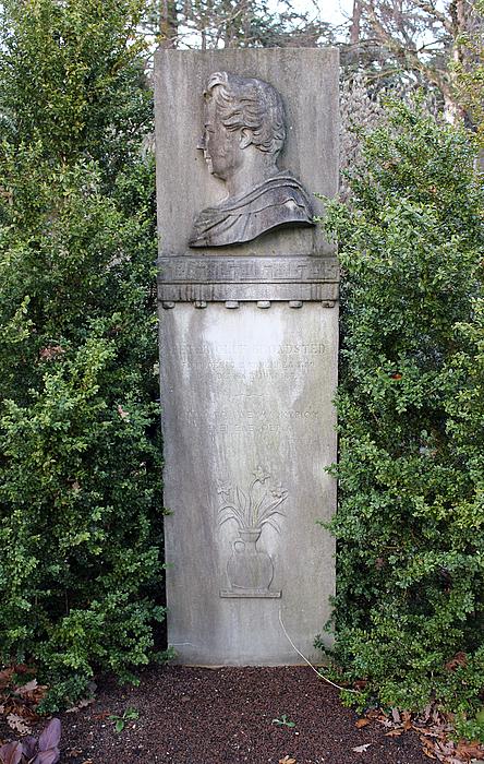 P.O. Brøndsteds grav