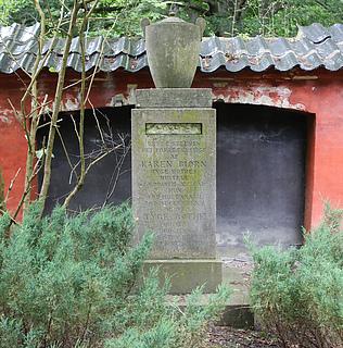 Tyge Rothes grav, Assistens Kirkegård i København