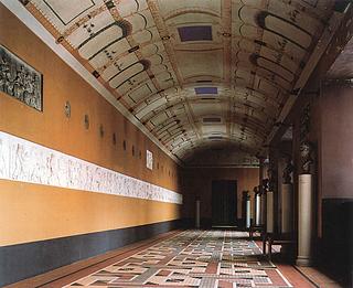 Tværkorridor på 1. sal