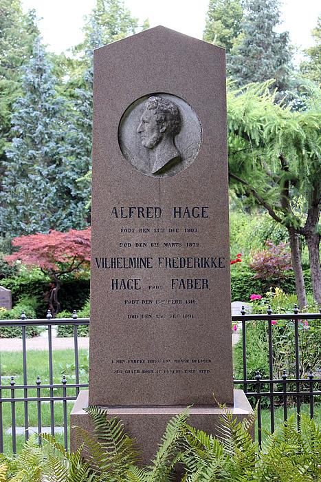 Gravmæle, Alfred Hage