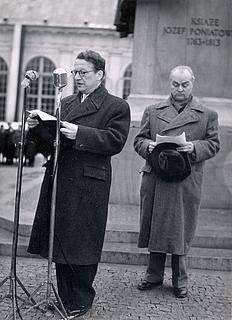 Flemming Hvidberg taler ved opstilling af Poniatowski-statuen, Warszawa 1952