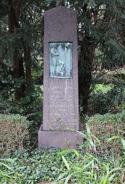 H.W. Bissen: H.E. Freund, gravmæle