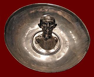 Sølvskål med tondoportræt