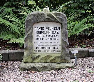 Gravmæle, Rud. Bay, Holmens Kirkegård, foto 2020