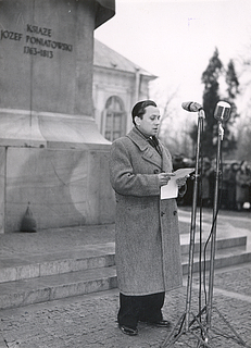 Jerzy Albrecht taler ved opstillingen af Poniatowski-statuen, Warszawa 1952
