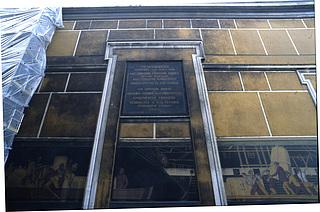 Den centrale del af facaden mod Slotskirken før restaureringen i 2001.
