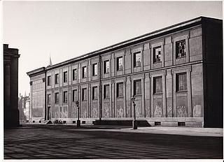 Museets sydfacade med den oprindelige facadepuds. Optagelse dateres til begyndelsen af det 20. århundrede. (Thorvaldsens Museum)