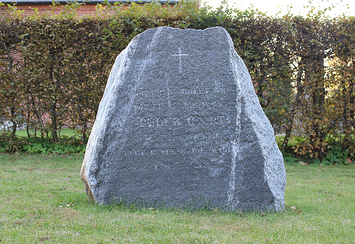 Peder Hjort, gravsten
