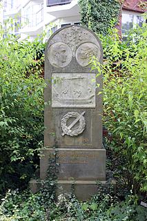 Gravmæle for Christian Falbe og familie, Holmens Kirkegård, København