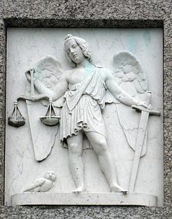 Retfærdigheden. Marmor. Monumentets forside.