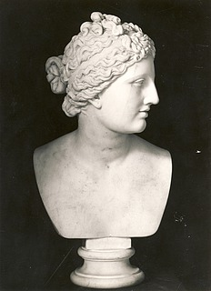 Bertel Thorvaldsen: Venus Medici, c. 1805-1810, marble, whereabouts unknown, photo 1927