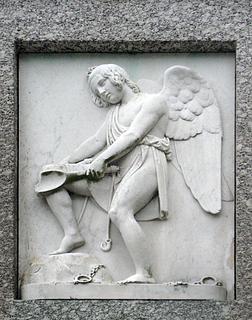 Stavnsbåndets ophævelse. Marmor. Monumentets venstre side.