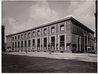 Facaderne mod Christiansborg Slot og Slotskirken i 1960 efter den omfattende fornyelse og istandsættelse i 1950-59. (Thorvaldsens Museum)