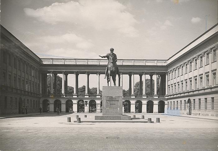 Poniatowski-statuen på Pilsudski-pladsen, 1935