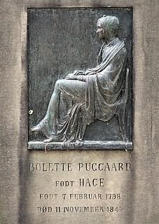 Bolette Puggaards gravmæle, Holmens Kirkegård, København