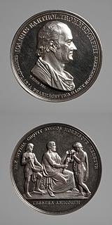 Medalje forside: Farmaceuten Johann Bartholomäus Trommsdorff. Medalje bagside: Hippokrates som læremester