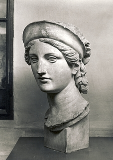 Kvindehoved med diadem