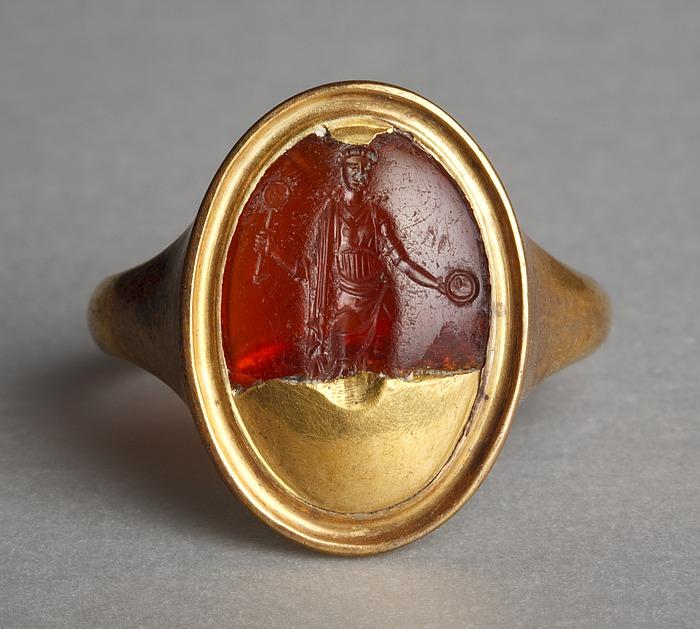 Afrodite med spejl og offerskål. Hellenistisk-romersk ringsten
