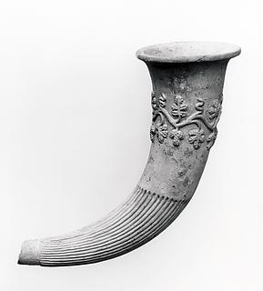 Rhyton med reliefdekoration. Etruskisk