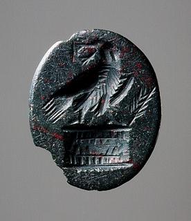 Ørn med en krans i næbbet, siddende på et alter. Romersk ringsten