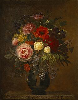 Nature morte med blomster i antik vase på en marmorbordplade