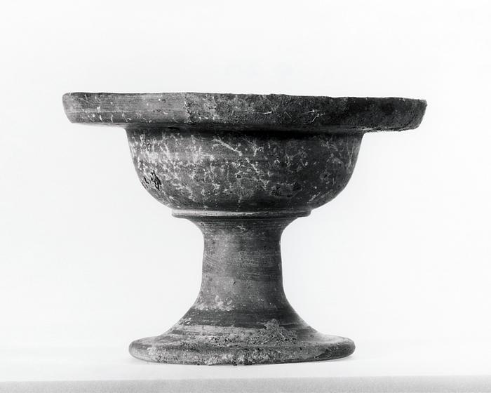 Bæger på fod. Etruskisk
