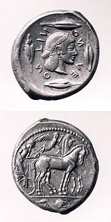 Tetradrachme fra Leontini med vogn trukket af to heste (obvers) og kvindehoved (revers). Græsk