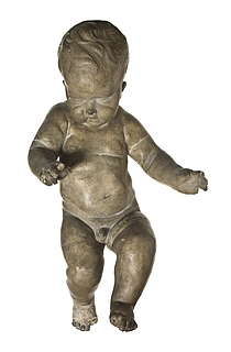 Svævende barnefigur