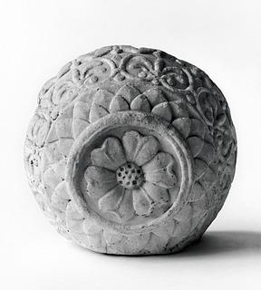 Arkitektonisk udsmykning med blomsterornament. Romersk