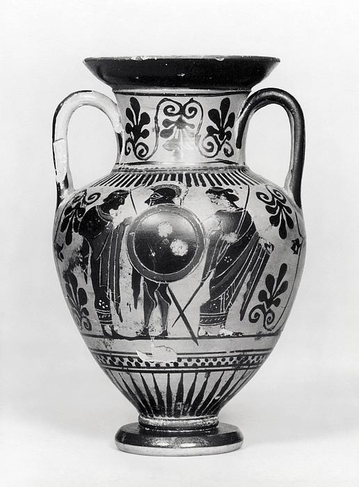 Amfora med kriger der tager afsked (A) og dansende mænader (B). Græsk