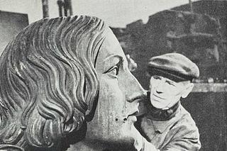 Statuen af Copernicus sættes i stand, Warszawa 1949