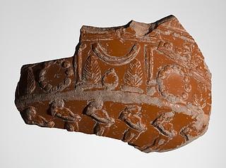 Skål med reliefdekoration af arkitektoniske elementer, planteornamenter og mandsfigurer. Romersk