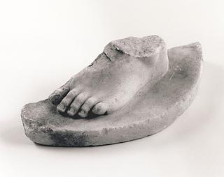 Statuette af en menneskelig figur.