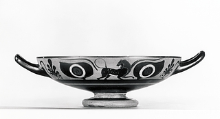 Kylix med øjne og løve (A), panter (B) og gorgomaske (tondo). Græsk