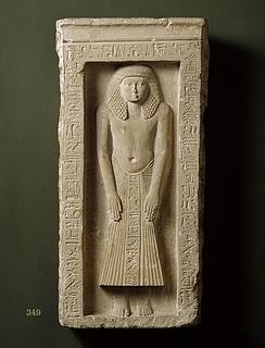 Gravstele for Pa-ger-ger i form af miniaturenaiskos med stående mand. Ægyptisk, nittende dynasti