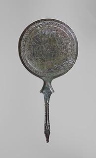 Spejl med Paris omgivet af Dioskurerne og Helena. Etruskisk