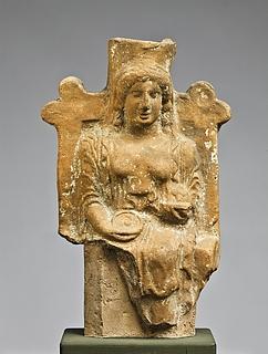 Statuette af en siddende kvinde med en phiale og en frugtskål. Vestgræsk