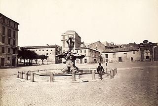 Ukendt fotograf, Piazza Barberini med Berninis Fontana del Tritone, 1860erne