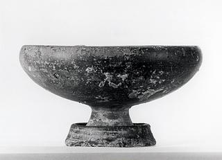 Skål på fod. Etruskisk