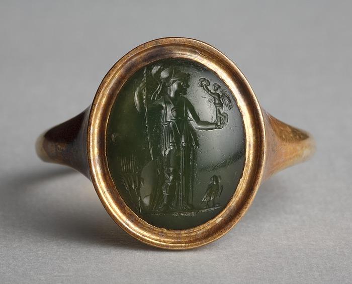 Athene med Nike, ugle og kornaks. Hellenistisk-romersk ringsten