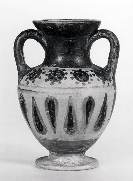 Amfora med prikker og palmetteblade. Etruskisk