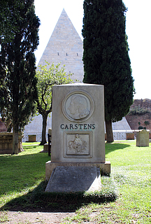 Gravmæle for A.J. Carstens, Cimitero Acattolico