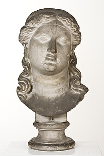 Gudinde med delt hår