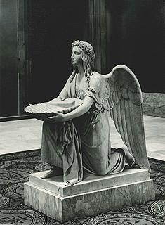 Bertel Thorvaldsen: Dåbens engel knælende, Marmorversion i Vor Frue Kirke - Copyright tilhører Thorvaldsens Museum