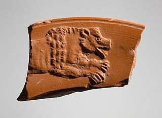 Skål med reliefdekoration af en springende bjørn (?). Romersk