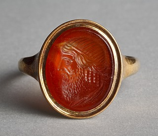 Hoved af Dionysos. Hellenistisk-romersk ringsten